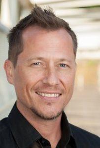 Corin Nemec – americký herec a člen scientologické církve, kterého můžete znát z jedné z hlavních rolí v kultovním televizním seriálu STARGATE SG-1